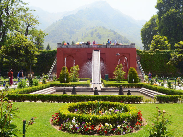 Kashmir tour packages 05 n 06 d tour Mughal garden booking